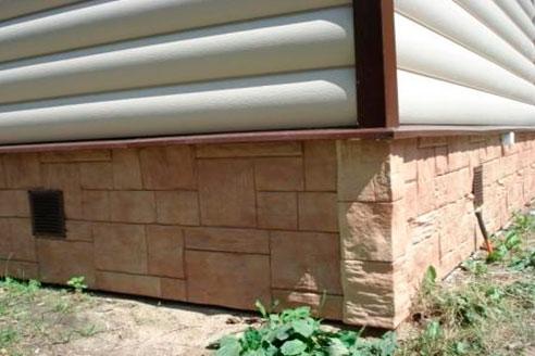 Вариант фасадных систем сайдинга с западающим относительно фасада цоколем